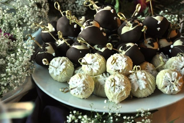 Bride & Groom Chocolate Dipped Strawberries